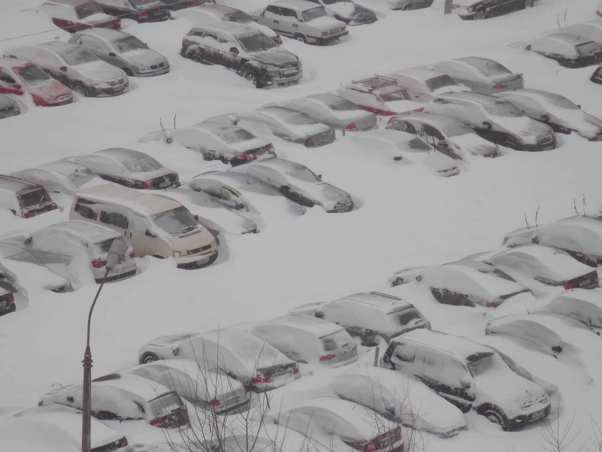 КлинингСервисез -Уборка снега Киев. Уборка снега цена, Уборка снега вручную, Вывоз снега